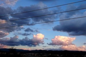 アニメのような空