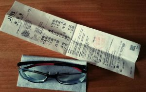 Jinsの保証書とメガネ