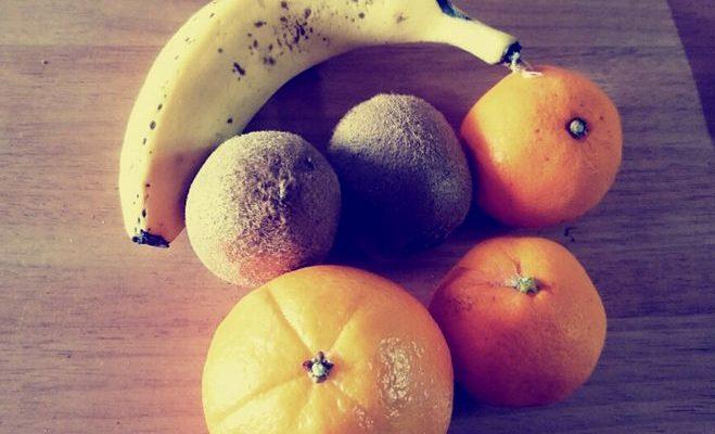 バナナやキウイ・オレンジなどの果物