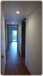 玄関廊下のスイス漆喰塗り