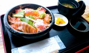 わくわく広場のサーモン丼