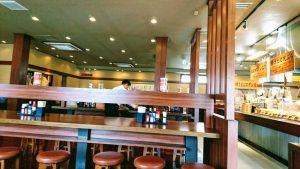 丸亀うどんのテーブル席