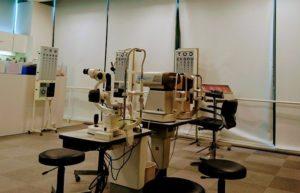 瞳のピントが合う瞬間を検査する機械