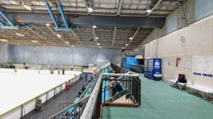 大阪府立臨海スポーツセンターのスケートリンク観覧席の上