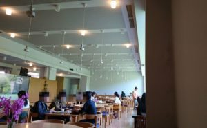 大阪芸大喫茶「カレッジ」店内